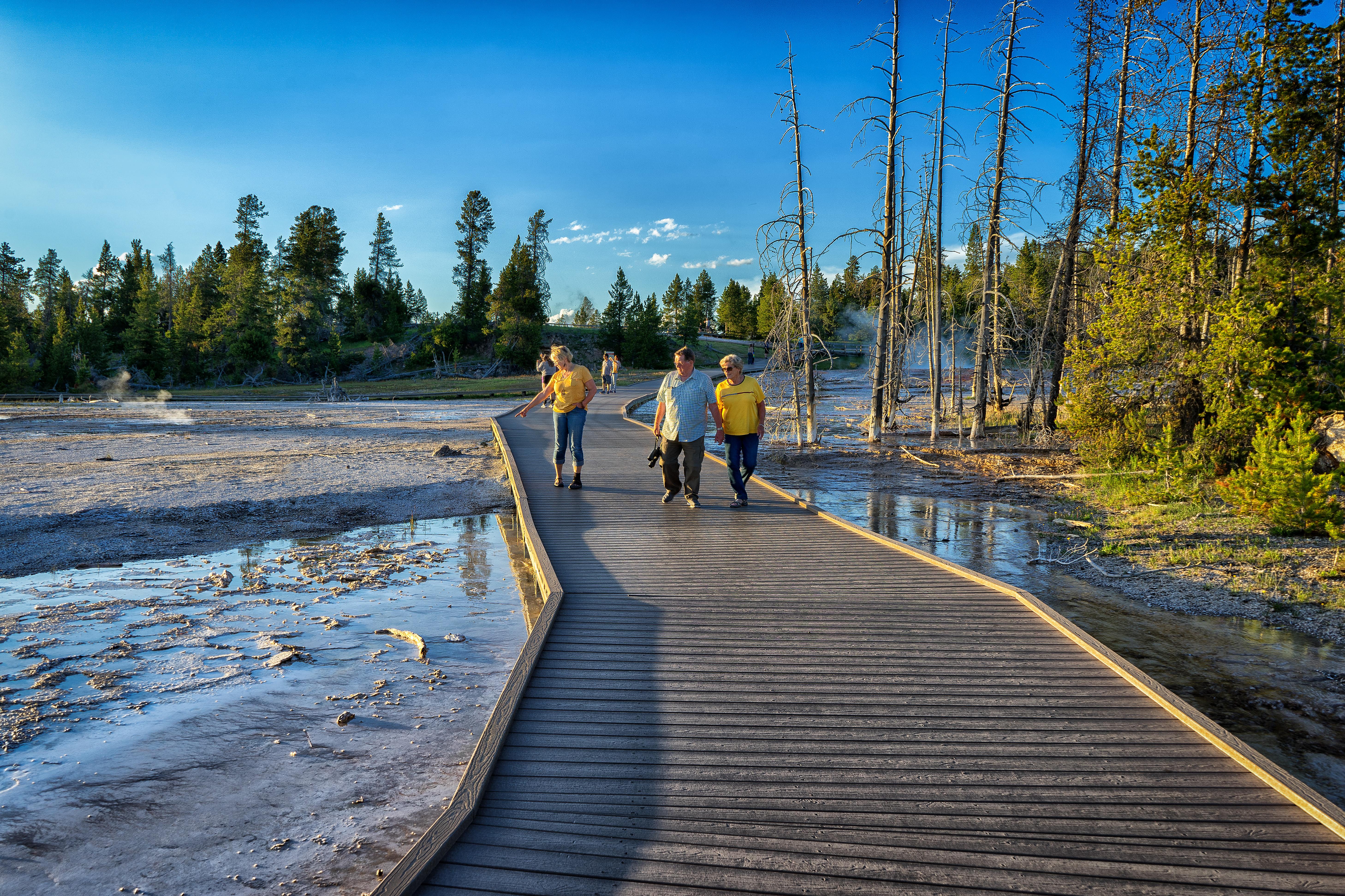 YellowstoneGeyser3